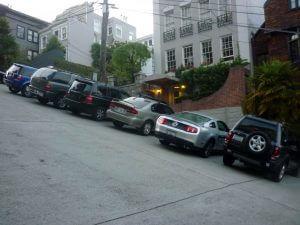 jak nahlásit poškození auta na parkovišti