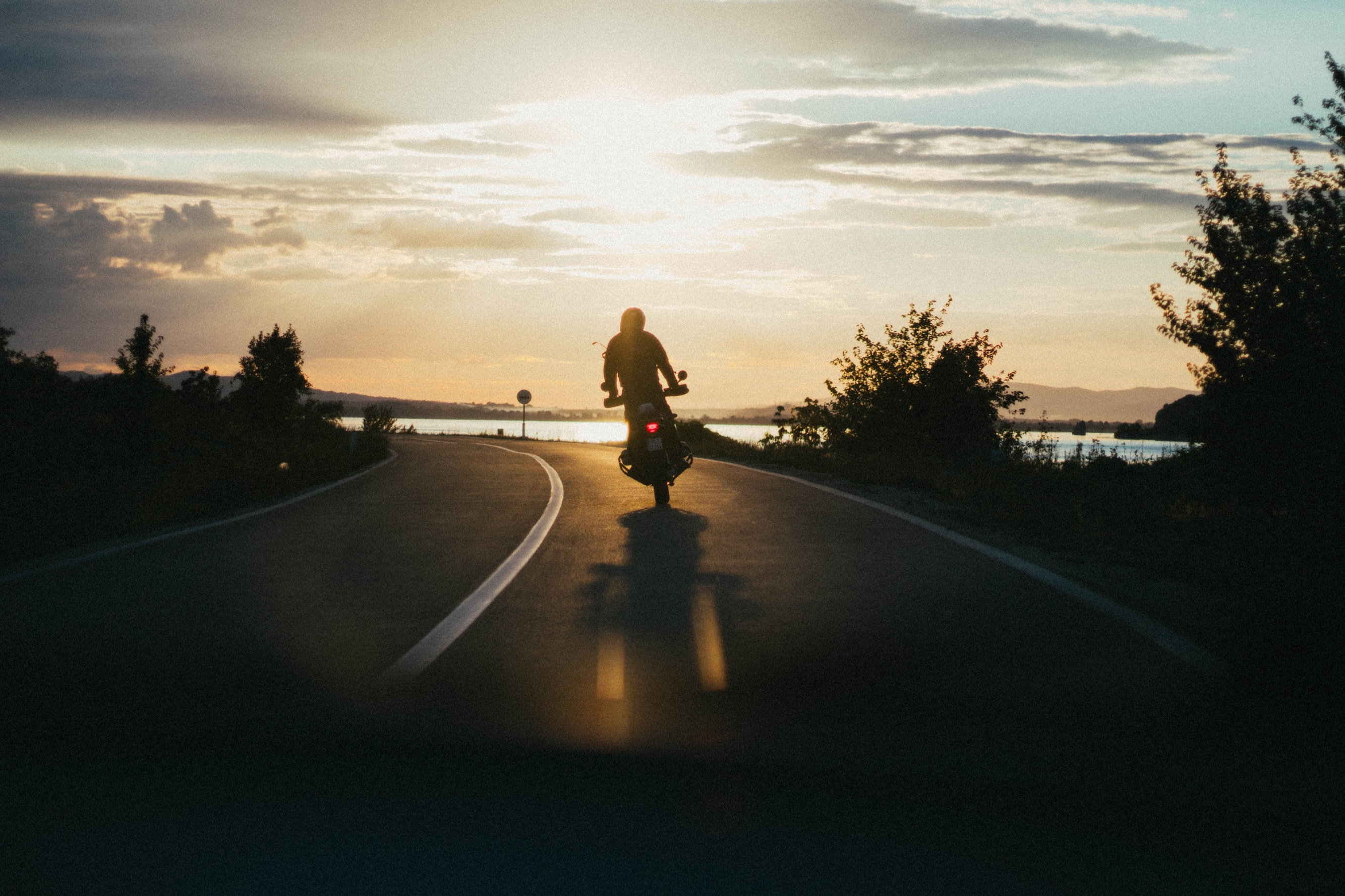Jak se liší povinná výbava motocyklu v Rakousku a vČR?